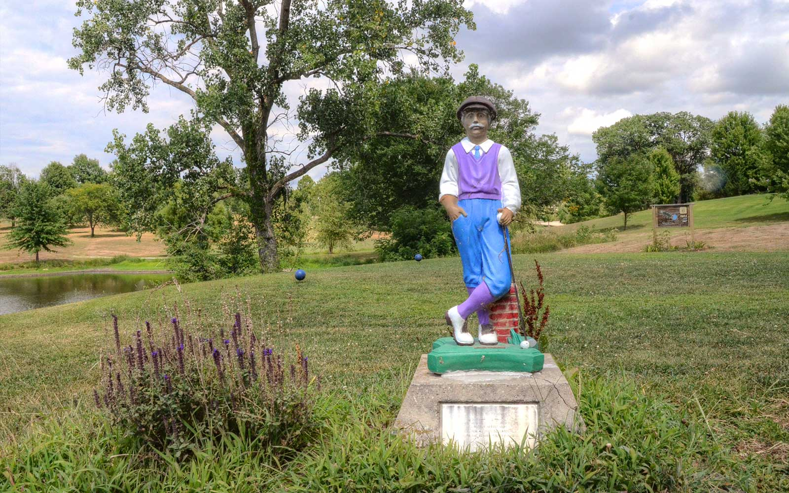 Bethany-Country-Club,-Bethany,-MO-Statue