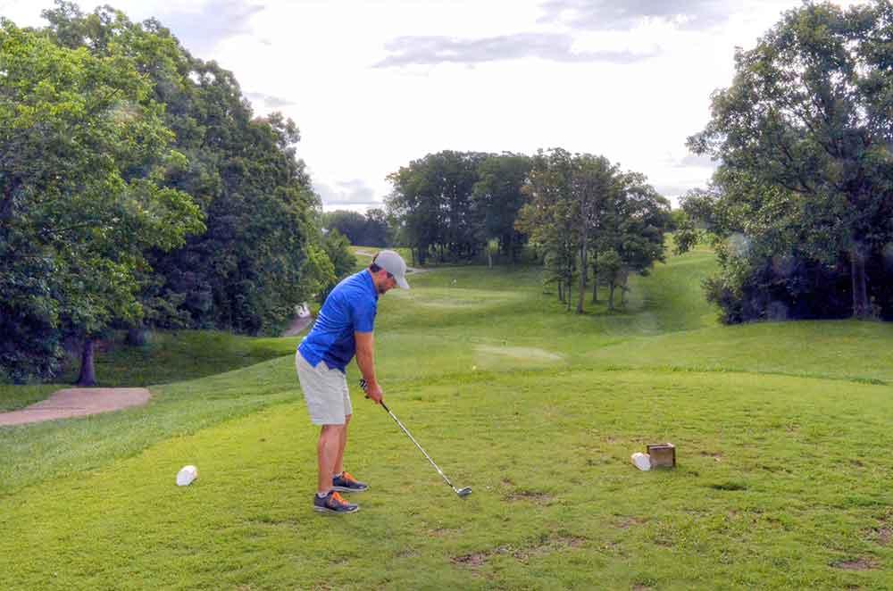 Country-Lake-Golf-Club,-Warrenton,-MO-Golfer