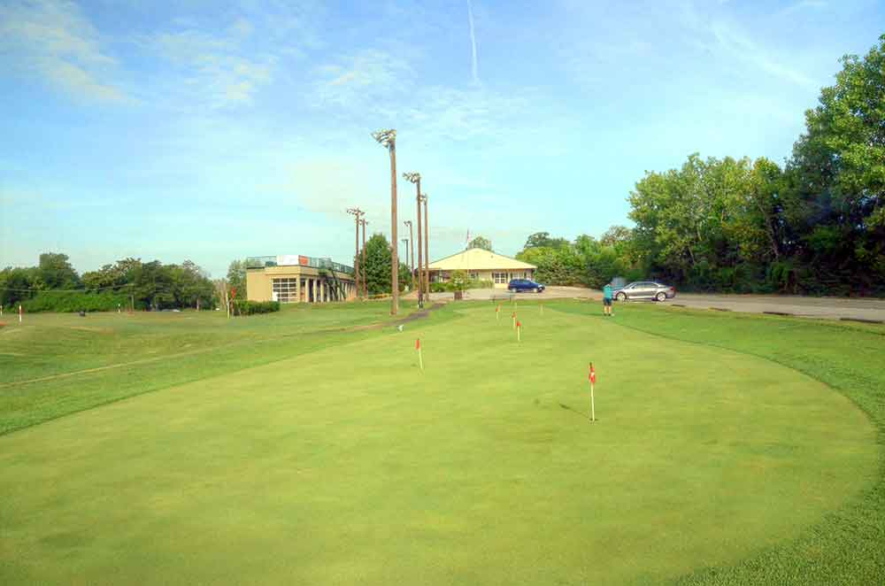 Family-Golf-Center,-St-Louis,-MO-Putting