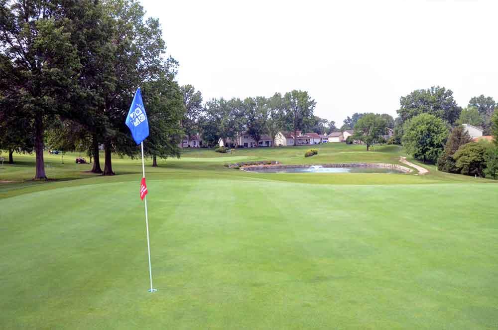 Lake-Saint-Louis-Golf-Course,-Lake
