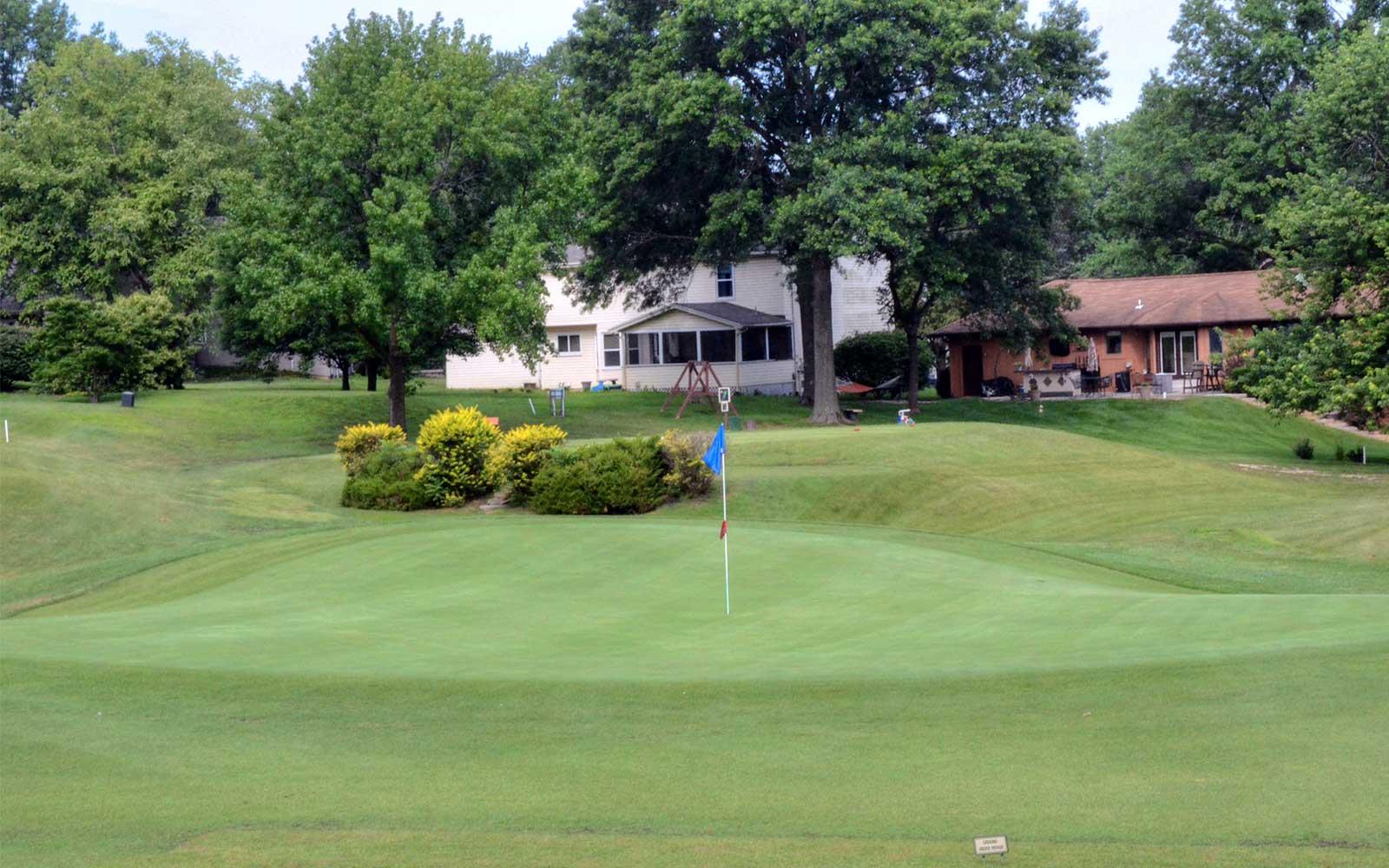 Lake-Saint-Louis-Golf-Course,-Undulation