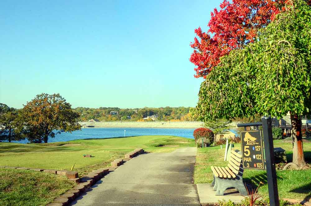 Lakewood-Oaks-Country-Club,-Dam