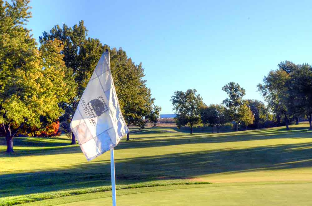 Lakewood-Oaks-Country-Club,-Flag