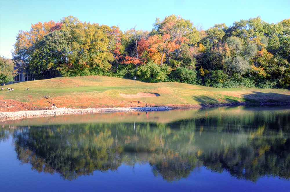 Lakewood-Oaks-Country-Club,-Reflection