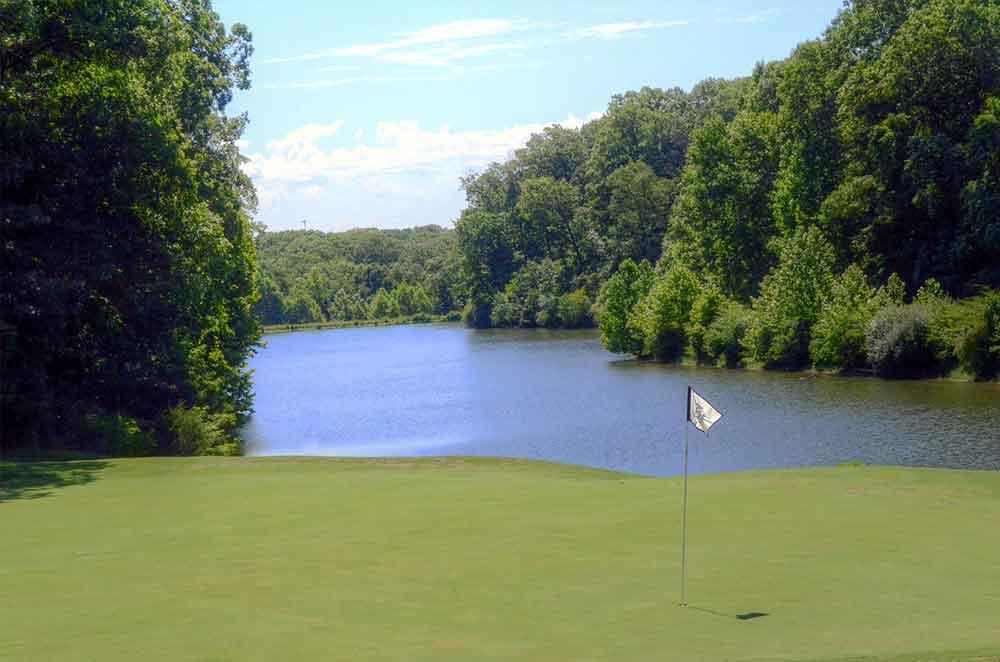 Missouri-Bluffs-Golf-Club,-St-Louis,-MO-Lake