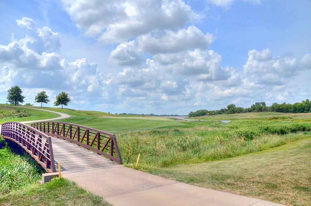 Mozingo-Lake-Recreational-Park-Golf-Course,-Maryville,-MO-Bridge