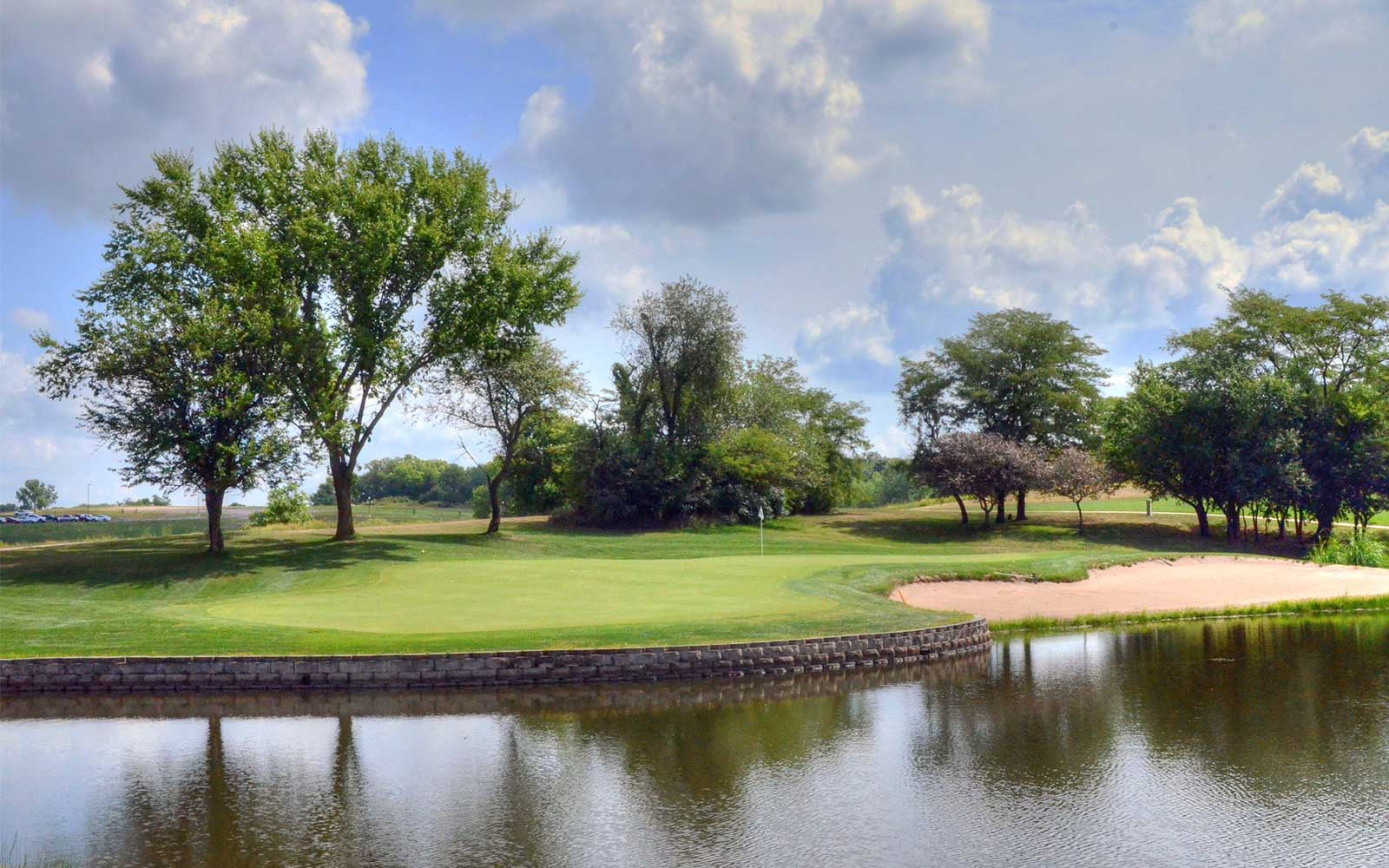Mozingo-Lake-Recreational-Park-Golf-Course,-Maryville,-MO-Lake