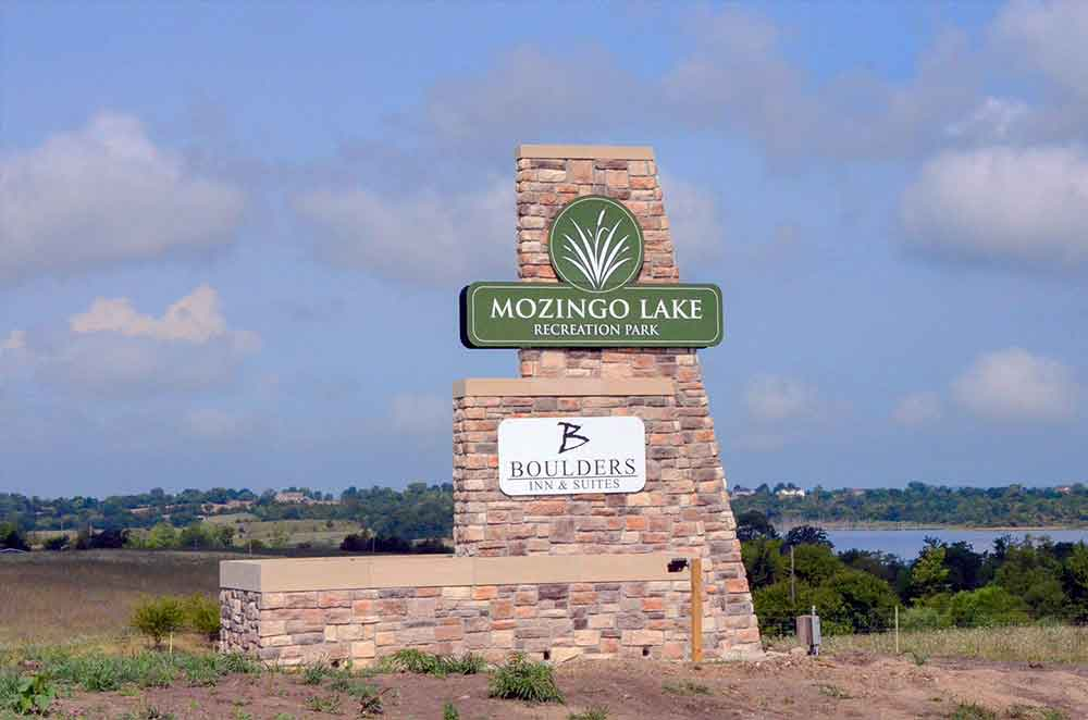 Mozingo-Lake-Recreational-Park-Golf-Course,-Maryville,-MO-sign