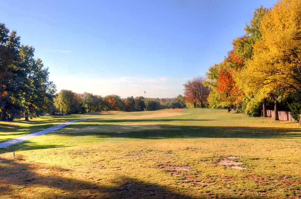 River-Oaks-Golf-Club,-Kansas-City,-MO-Tee