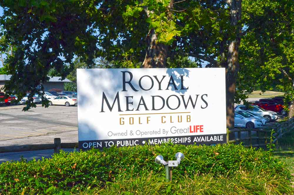 Royal-Meadows-Golf-Club,-Kansas-City,-MO-Club-Sign