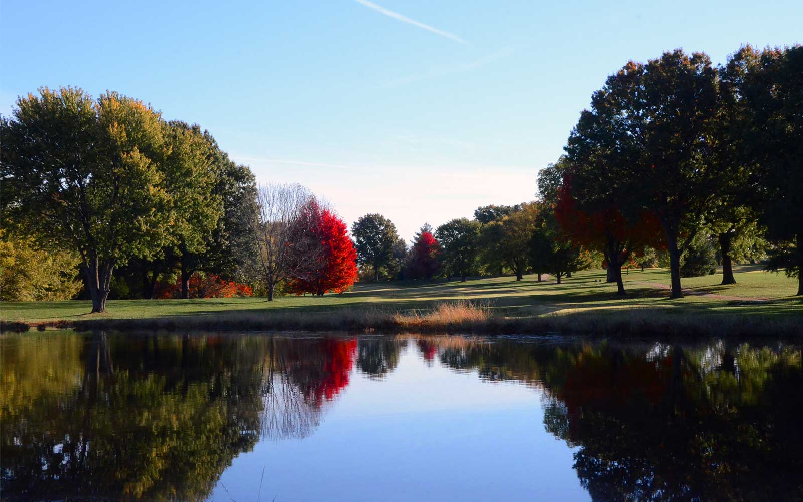 Shamrock-Hills-Golf-Club,-Kansas-City,-MO-Reflection