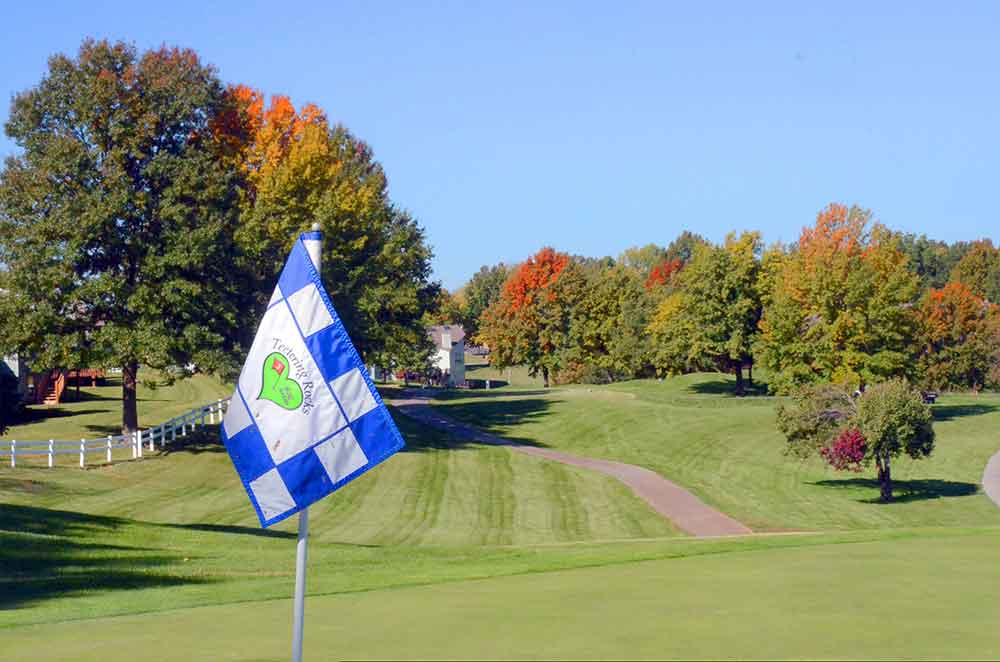 Teetering-Rocks-Golf-Course,-Flag