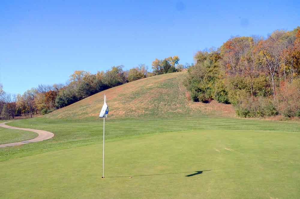 Teetering-Rocks-Golf-Course,-Hill