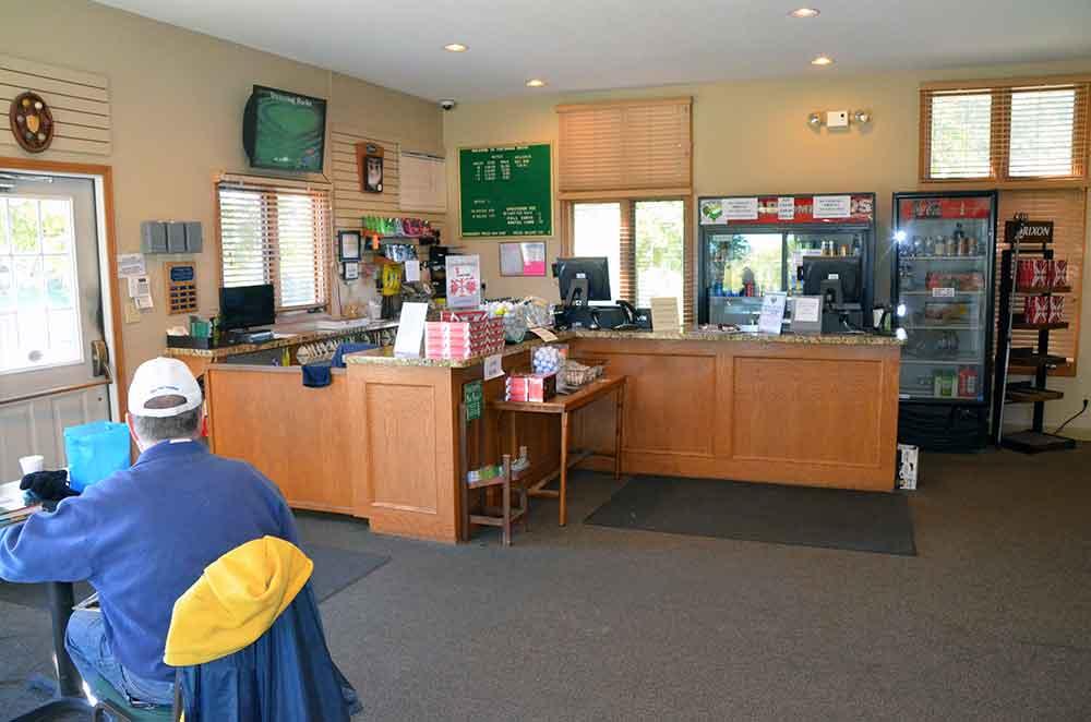 Teetering-Rocks-Golf-Course,-Pro-Shop
