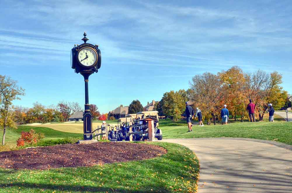 The-Country-Club-at-Loch-Lloyd,-Belton,-MO-Clock