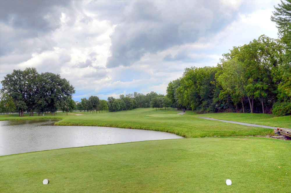 The-Falls-Golf-Club,-O'Fallon,-MO-Tee