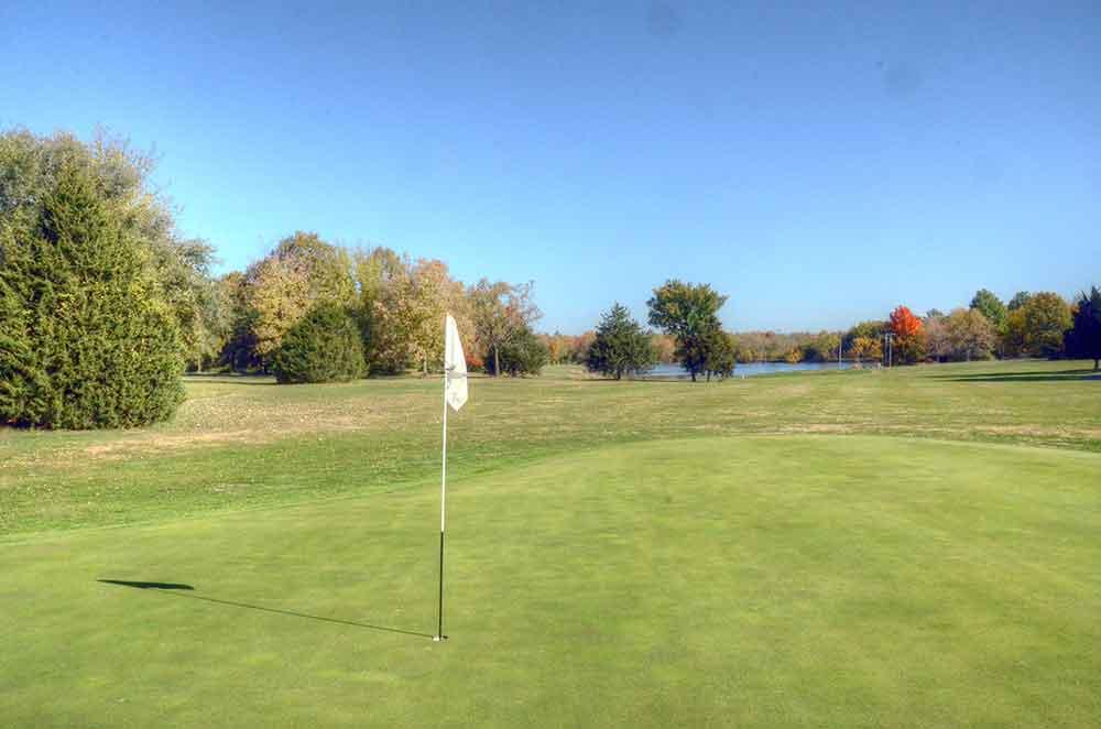Unity-Village-Golf-Course,-lake