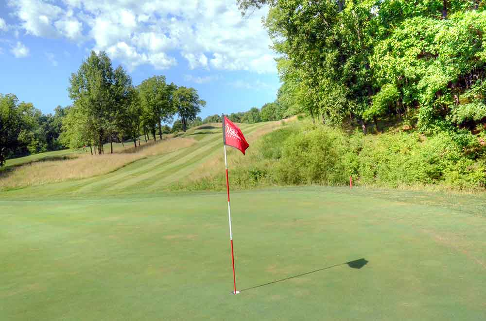 Whitmoor-Country-Club,-St-Louis-Flag