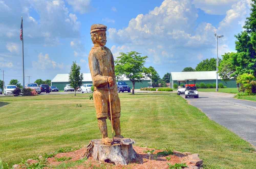 Greene-Hills-Country-Club,-Willard,-MO-Statue